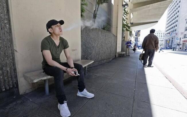 Autoridades municipais em São Francisco votaram pela proibição de fumar tabaco dentro de apartamentos, citando preocupações com o fumo passivo