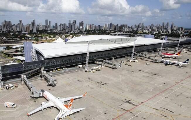 Avião precisou fazer pouso de emergência no Aeroporto do Recife