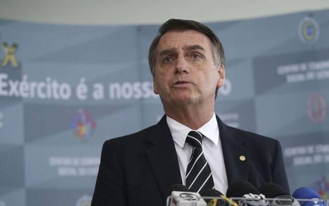 Presidente Jair Bolsonaro se incomoda com questionamento de mulher