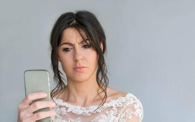 Noiva alega que o corte de cabelo pixie não é feminino o suficiente para o casamento e não combina com a decoração