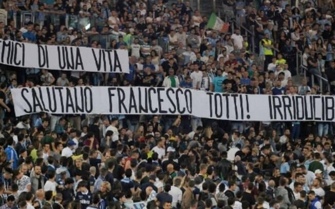 Torcida da Lazio homenageia o