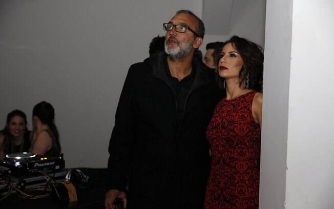 Rogério Gomes, o Papinha, ao lado da amada, Andreia Horta, na festa da novela