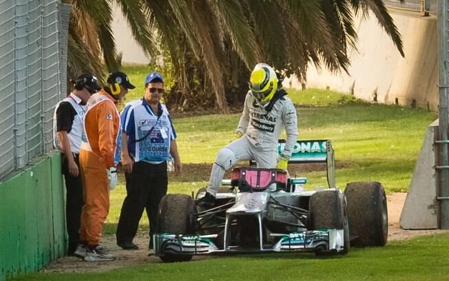 Nico Rosberg, da Mercedes, foi o terceiro,  mas a escuderia teve problemas na Austrália. Ele  teve problemas no câmbio e abandonou a segunda  sessão