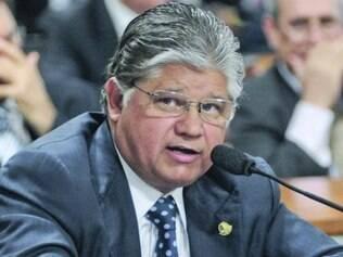 Clésio Andrade (PMDB) estaria se aproximando dos tucanos em Minas