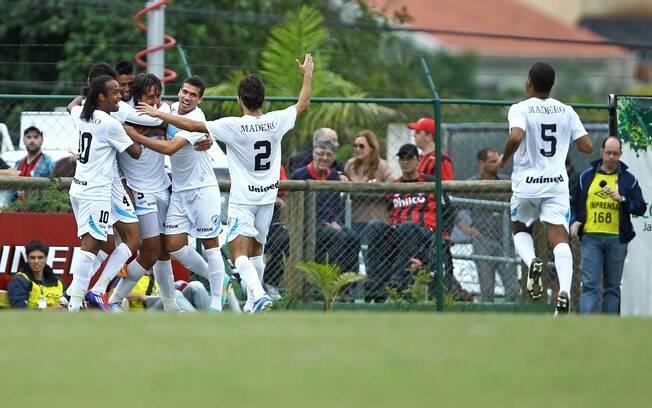Londrina saiu na frente do Atlético-PR mesmo  jogando fora de casa
