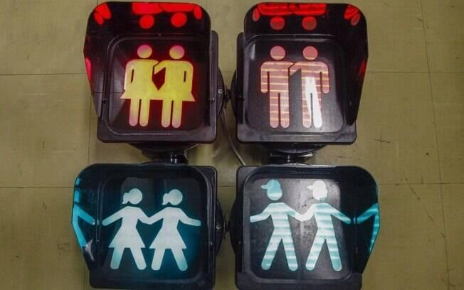 Em apoio à diversidade, os semáforos ao longo da Avenida Paulista terão imagens de bonecos de casais homoafetivos
