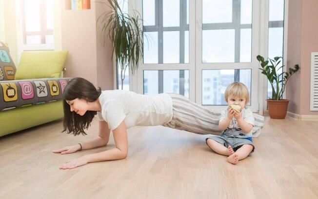 Depois da gravidez, treinar em casa pode ser uma boa opção