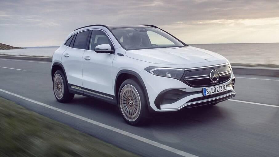 Mercedes-Benz EQA é feito com base no GLA; novas versões são aguardadas para 2021