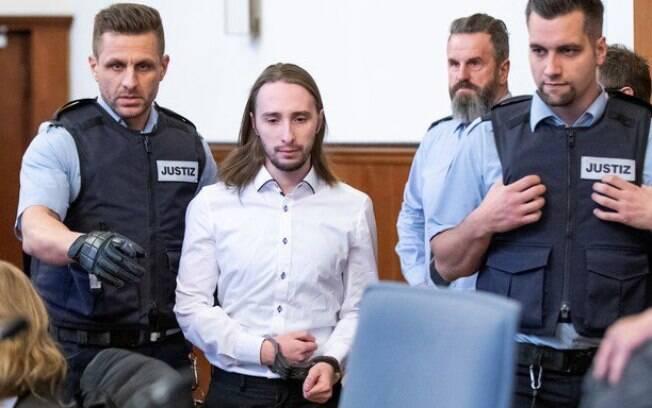 Sergej Wenergold foi condenado a 14 anos de prisão por detonar três explosivos próximos ao ônibus do time alemão