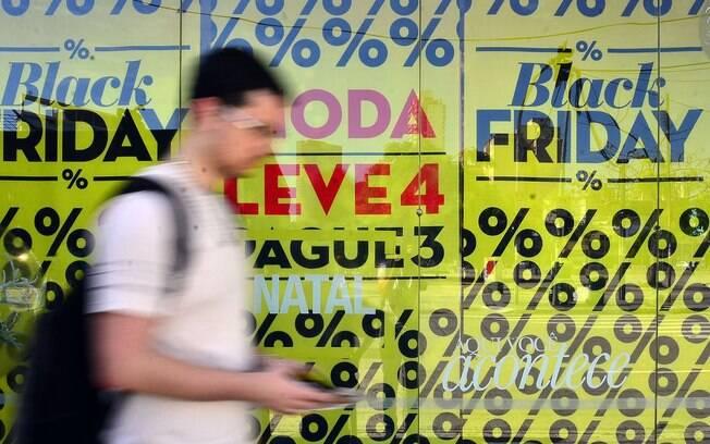 """""""A Black Friday caiu no gosto do brasileiro, mas não basta apenas pesquisar as melhores ofertas e depois se endividar com a aquisição de itens desnecessários"""