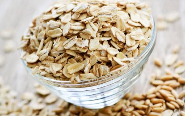 5. Aveia: É rica em fibra solúvel, magnésio e vitaminas do complexo B. Favorece o bom funcionamento do metabolismo, aumentando a sensação de saciedade. Reduz a absorção de açúcares e gorduras. Foto: Getty Images