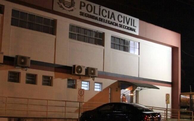 Homem invade casa e atira contra mulher e filha de 10 anos no Jd. do Lago em Campinas
