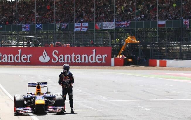 Sebastian Vettel abandonou por problema em  sua Red Bull