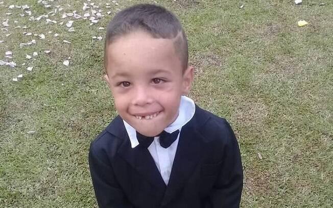A mãe do menino soube do ocorrido pelas crianças que estavam presente no momento da queda no córrego.