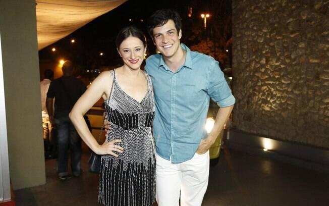 Mateus Solano e Paula Braun foram os primeiros a chegar na festa