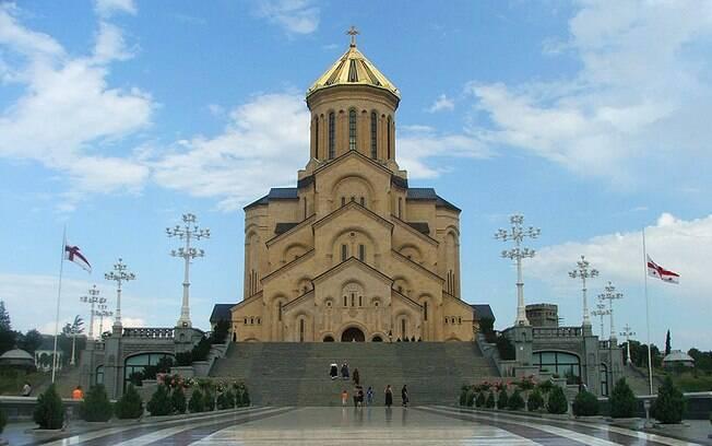 Geórgia, que tem a Catedral de Sameba como um dos pontos turísticos, ficou em 4º lugar, com 93% dos entrevistados religiosos. . Foto: Monika Poland/Wikipédia