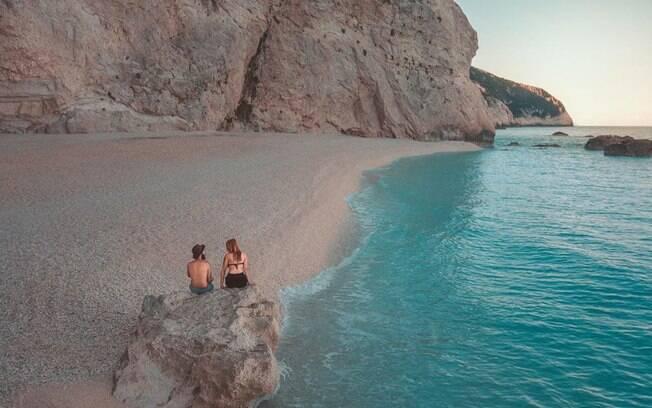 Lucas e Eve tiveram a oportunidade de conhecer diversos destinos paradisíacos da Europa, entre eles a pequena ilha Lefkada, na Grécia