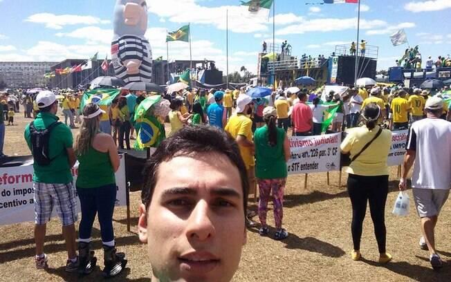 Matheus Sathler Garcia em ato recente contra a presidente da República, na capital federal