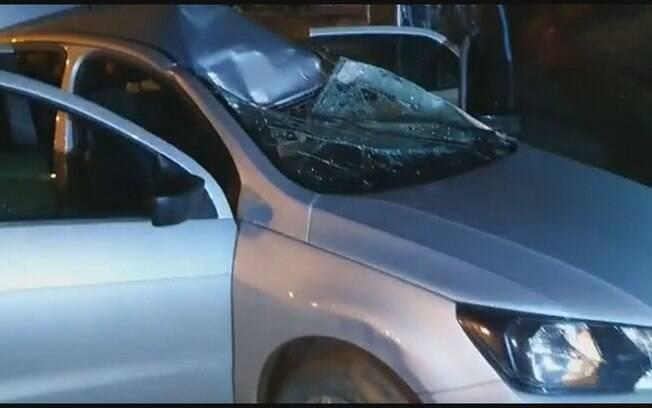 Suspeitos só pararam veículo após ele capotar em ribanceira