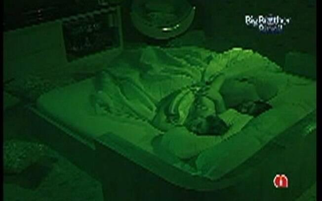 Yuri e Laisa dividem a cama do Quarto do Líder