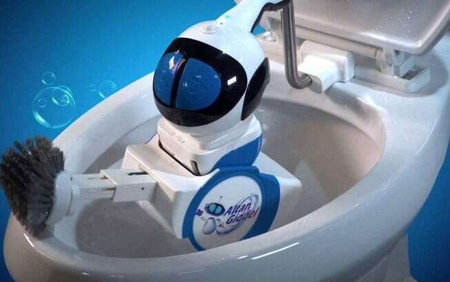 Máquina possui uma haste retrátil para facilitar a limpeza de diferentes categorias de vasos sanitários; o investimento no dispositivo é de R$ 2.080