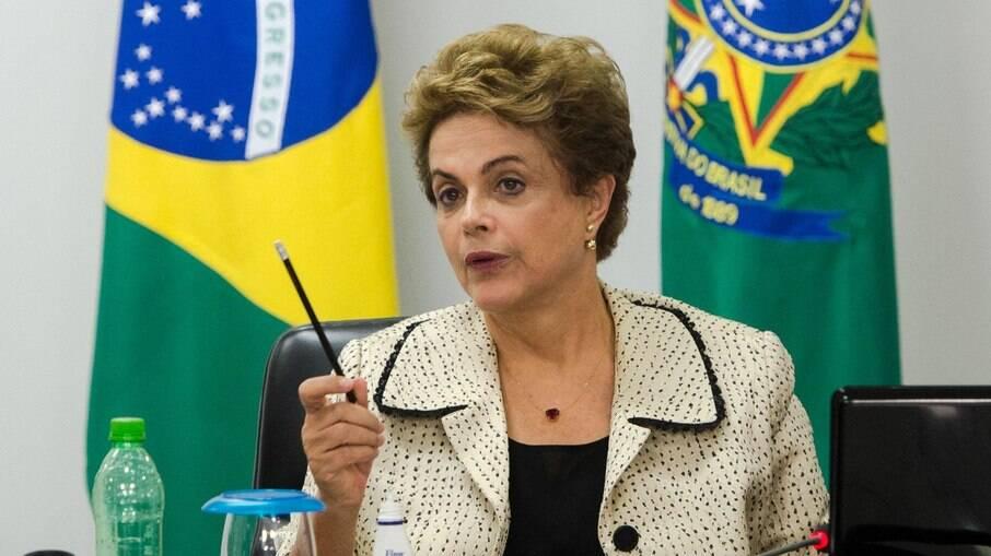 Segundo a ex-presidente, ministro da Economia esconde recursos do Fisco nacional