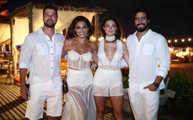 Juliana Paes e o marido curtiram a virada de ano com Thaila Ayala e Renato Góes