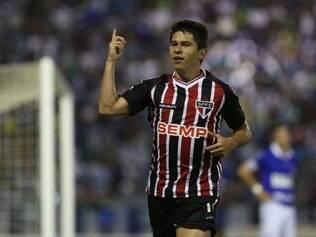 Osvaldo vem recuperando a boa forma, mas não quer entrar em 'atrito' com a torcida tricolor