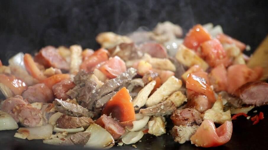 O mexidão é uma ótima ideia para aproveitar as carnes do churrasco