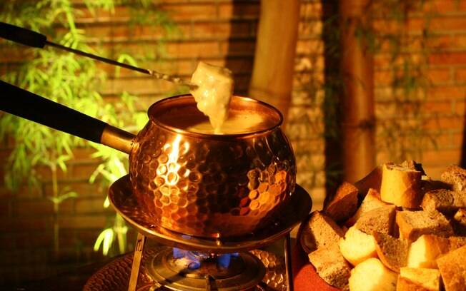 Aprenda a fazer um delicioso fondue de queijo