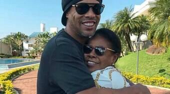 Ronaldinho Gaúcho lança música em homenagem à mãe, Miguelina