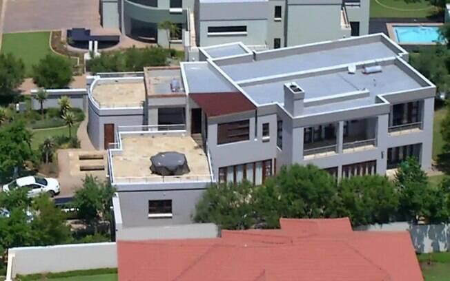 Vista aérea da casa de Oscar Pistorius.  Namorada do corredor paraolímpico foi morta no  local