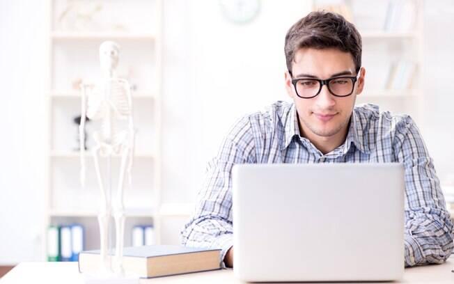 Com a educação a distância é possível se formar em um curso de qualidade e reconhecido pelo MEC estudando de casa