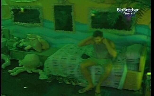 Jonas revela sua impressão sobre o comportamento de Renata