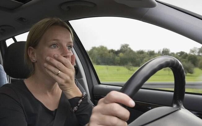 Curvas na estrada ou a simples movimentação do carro pode levar a enjoos