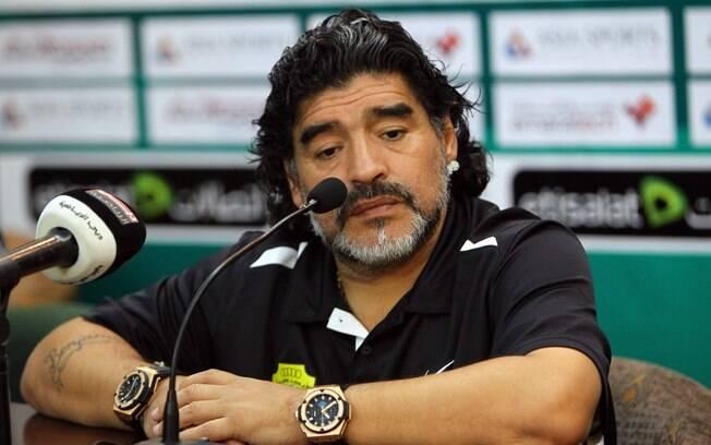 Maradona - caiu no doping por cocaína em 1991  e em 1994 por  efedrina. Nas 2 vezes, ficou 15  meses suspenso