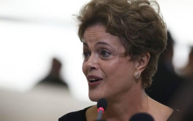 Pedido de impeachment de Dilma foi feito por juristas e acatado pelo presidente da Câmara