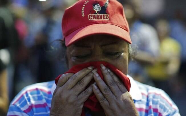 Venezuela chora ao saber da morte de Hugo Chávez, anunciada pelo vice-presidente em Caracas (05/03)