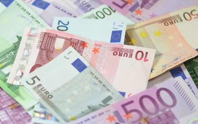 Italiano escondeu 40 mil euros em forno e esposa queimou as notas