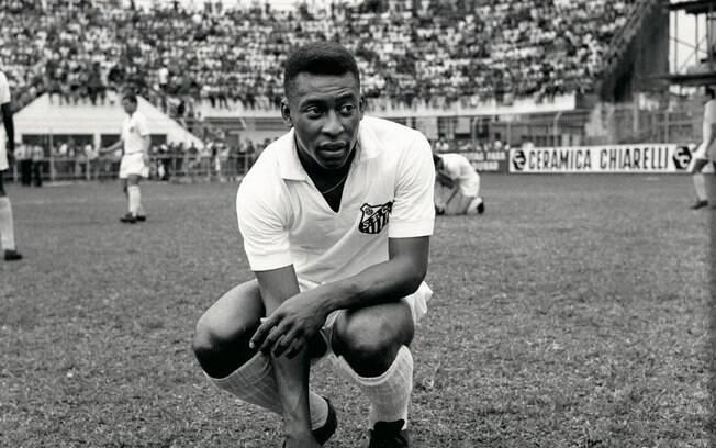 Pelé estreou pelo Santos em 1956, aos 15 anos, na goleada por 7 a 1 sobre o Corinthians de Santo André . Foto: Site oficial