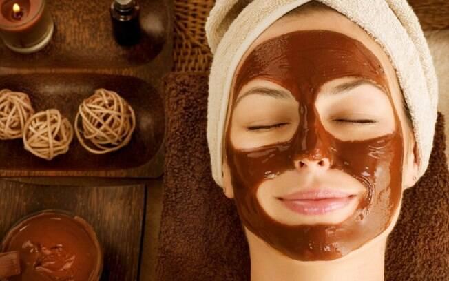 Máscara facial de chocolate: hidrate sua pele com o ingrediente!