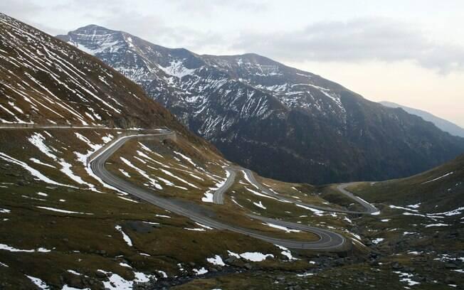 Estrada romena tem curvas acentuadas