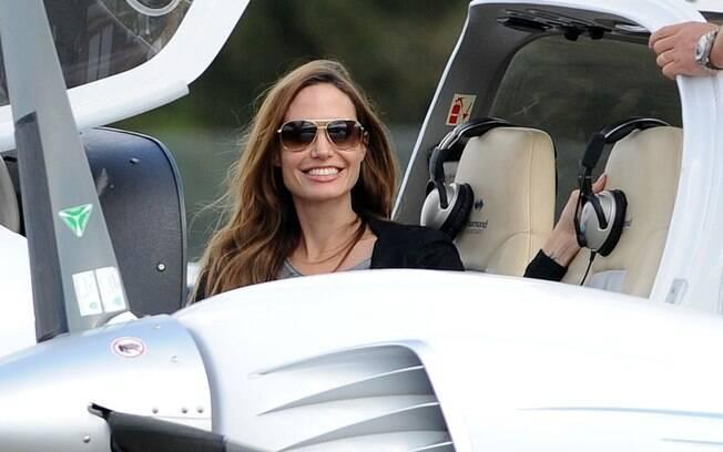 Angelina sorriu ao paparazzo