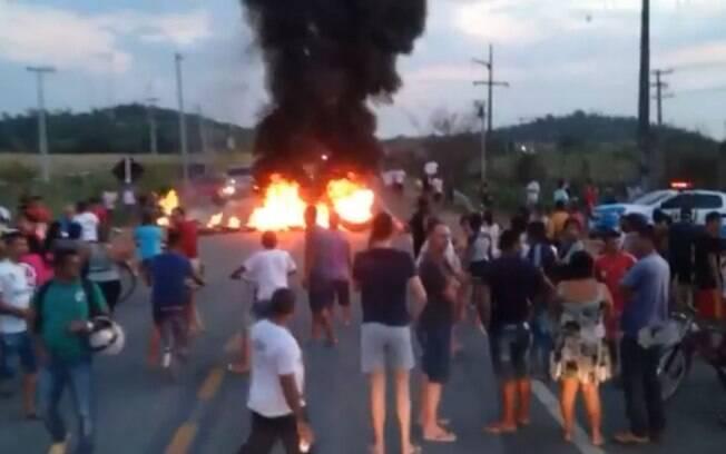 Protesto em Roraima começou por volta das 17h de segunda-feira (19) e foi organizado após a suposta rixa