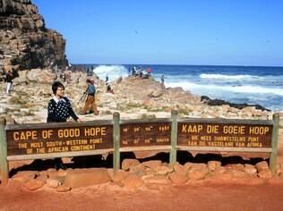 Placa em inglês e africâner, o idioma dos colonizadores da África do Sul, identifica o Cabo da Boa Esperança