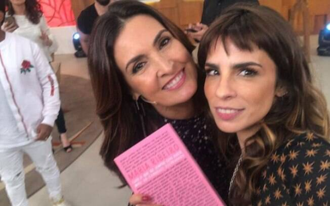 Maria Ribeiro visitou o programa de Fátima Bernardes para promover sue novo livro