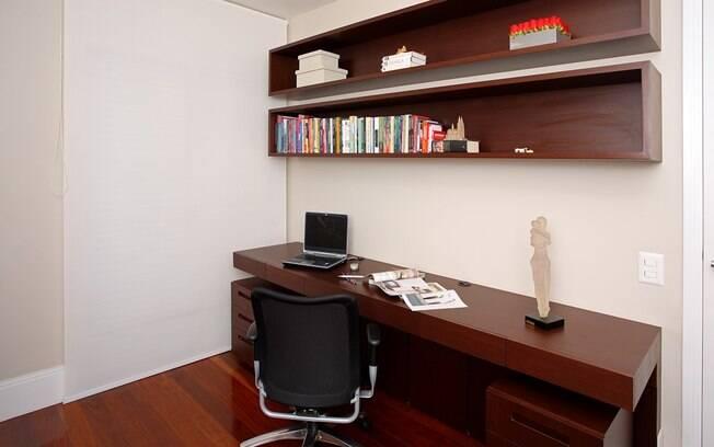Os nichos mais amplos são ideias para guardar livros e documentos importantes de quem trabalha em casa, por exemplo