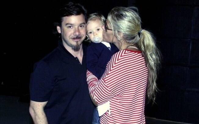 Adriane Galisteu e a família