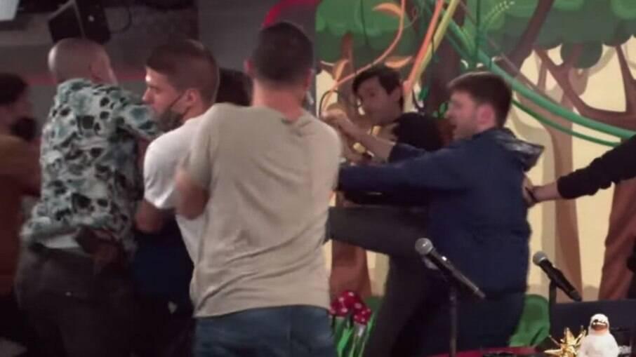Cena da briga entre André Marinho e André Abdúch