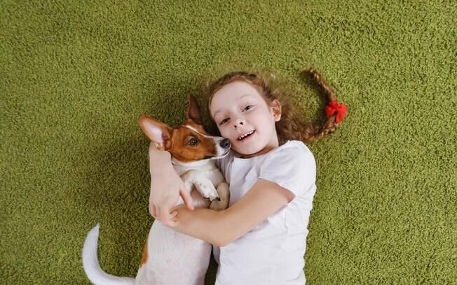 A escolha certa do cachorro para criança é fundamental para uma boa convivência